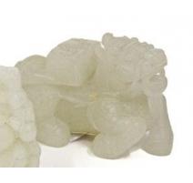 Mule couchée en jade blanche sculptée