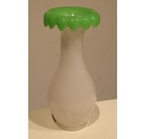 Vase en opaline verte et blanche