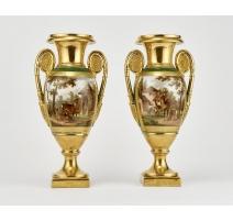 Paire de vases urne néoclassiques à décor de biche