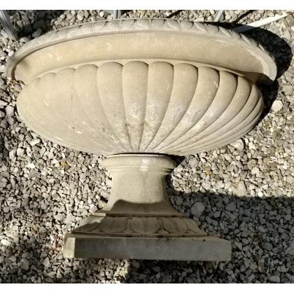 Fontaine demi lune en pierre reconstituée
