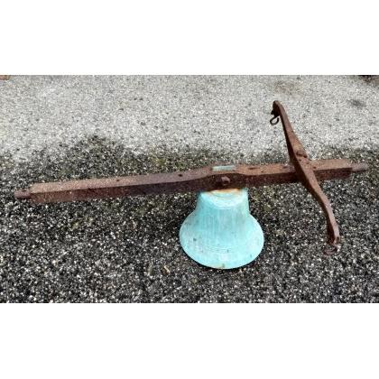 Cloche d'entrée en bronze avec monture en fer