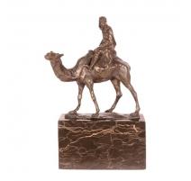 Bronze chameau monté, socle en marbre noir