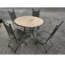 Table ronde et 4 chaises en fer forgé