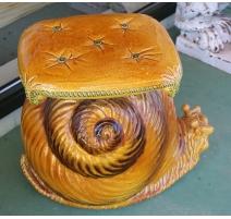 Siège escargot en terre cuite vernissé jaune