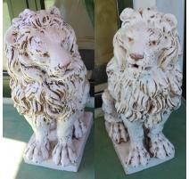 Paire de lions en terre cuite vernissé blanche