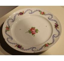 Assiette en porcelaine de Ludwigsburg décor roses