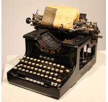Machine à écrire YOST N° 15