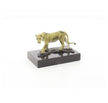 Bronze polychrome Lionne, socle en marbre