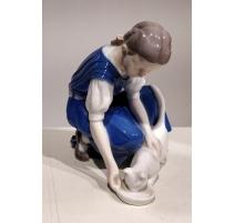 "Goupe en porcelaine ""Fille et chat"" B&G"