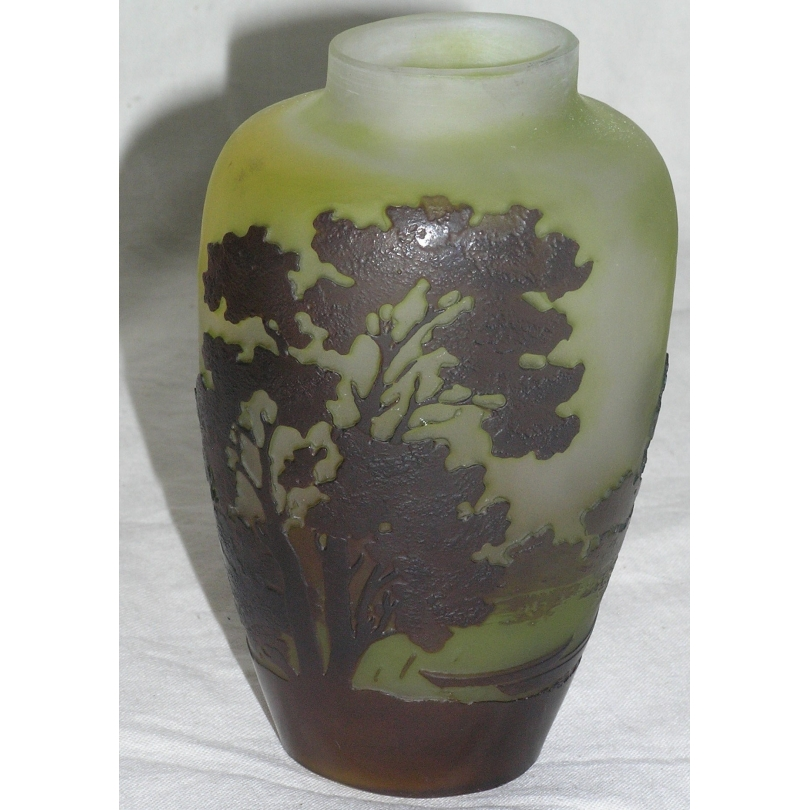 Vase ovale de GALLE.
