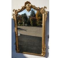 Miroir Napoléon III bois doré, fronton coquille