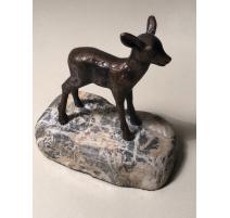 Faon en bronze sur une pierre, signé LEUBA