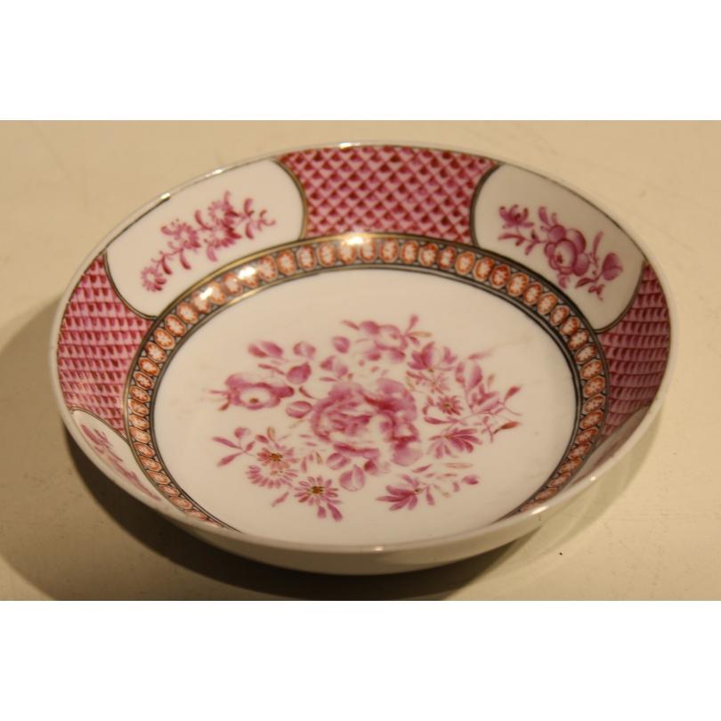 Sous-coupe en porcelaine famille rose