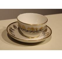 Tasse et sous tasse en porcelaine de Paris