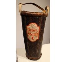 Seau de pompier en cuir daté 1824