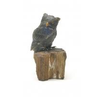 Hibou en labradorite sculptée