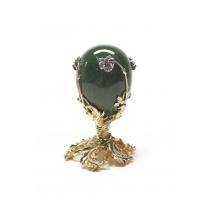 Oeuf en jade avec monture en métal doré