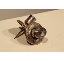 Paire de bougeoirs de Tric-Trac en bronze argenté