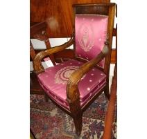Fauteuil style Restauration, damas rouge