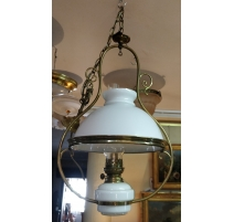 Lampe Louis-Philippe suisse en opaline blanche