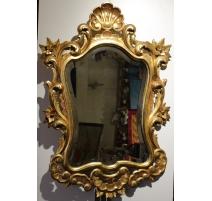 Miroir en bois sculpté doré style Louis XV