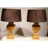 Paire de lampes en bois brut, abat-jour brun