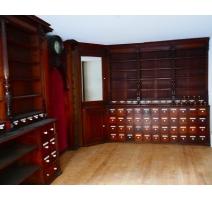 Grand meuble de pharmacie en trois éléments
