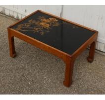 Table basse en noyer avec panneau de laque noir