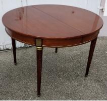 Table ronde style Louis XVI en acajou