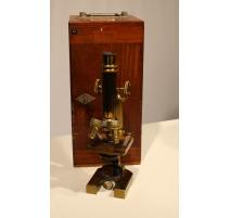 Microscope marqué F. Koristka, Milano, No. 6621