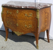 Commode Louis XV à 2 tiroirs.