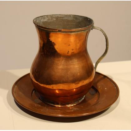 Pot à eau et son assiette en cuivre