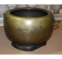 Cache-pot japonais en bronze décor paysage
