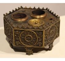 Encrier Néogothique hexagonal en bronze