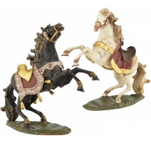 Paire de chevaux en bois sculpté polychrome