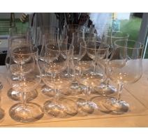 Suite de 12 verres à vin rouge