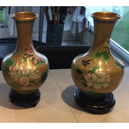 Paire de vases cloisonnés fond beige