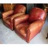 Paire de fauteuils club en cuir brun