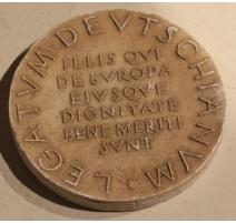 Médaille Latin en plâtre