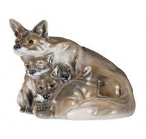 Renarde et renardeaux en porcelaine