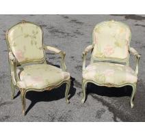 Paire de fauteuils style Louis XV laqués vert