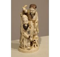 """Okimono """"Deux sages"""" en ivoire sculpté"""