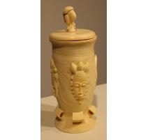 Boite en ivoire sculpté