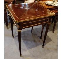 Table à jeux style Louis XVI par A. LAMPRÉ