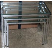 Tables gigognes chromées et plateau en verre