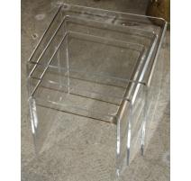 Tables gigognes en plexiglass courbé