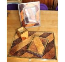 Parure de bureau en bois marqueté et laiton