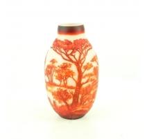 Vase en verre taillé à l'acide rouge et blanc