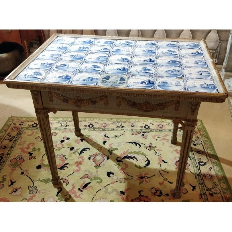 Table style Louis XVI à catelles de Delft