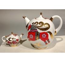 Grande et petite théière en porcelaine